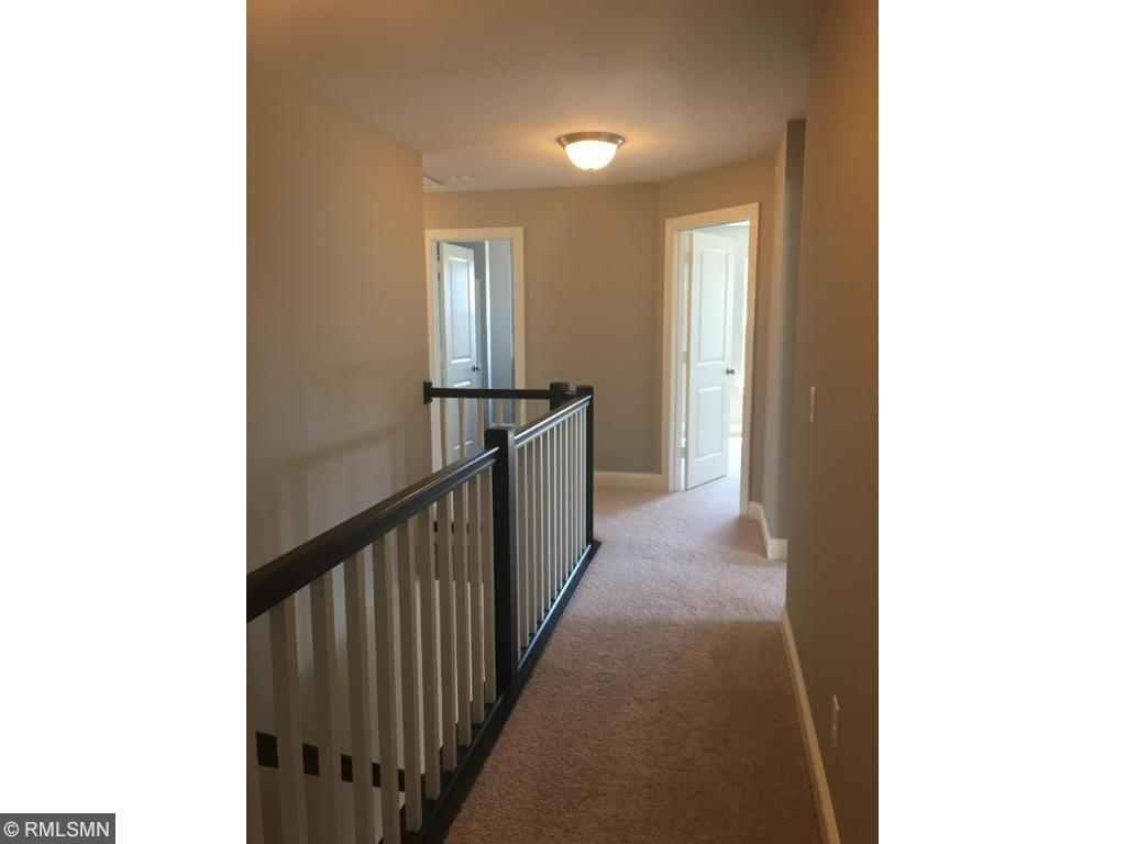Open upstairs hallway to 4 bedrooms.